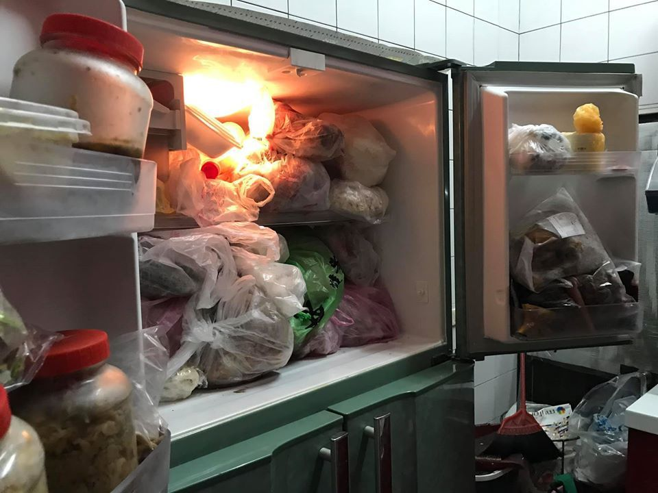 媽媽養的萬年冰箱,嚇得媳婦10年不敢開。圖擷自facebook