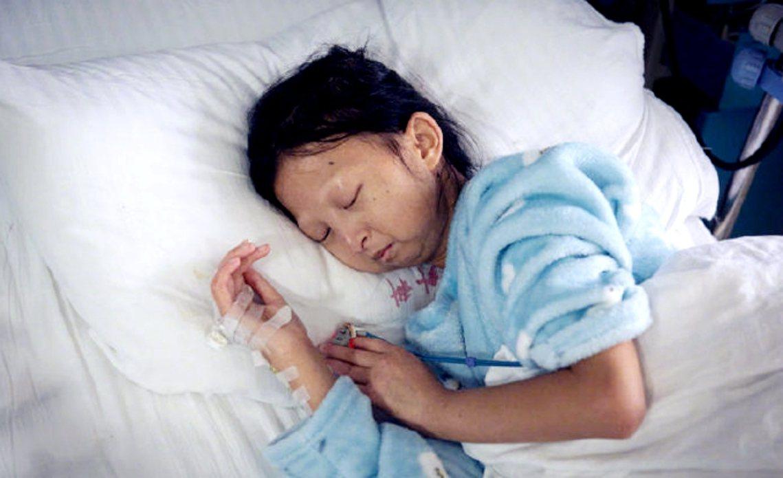 2019年10月,吳花燕因為心臟瓣膜損傷而住院,當時因為沒錢動手術的新聞引發社會...