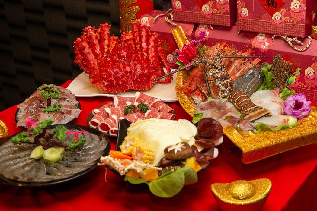 過年年菜運用麻辣鍋涮海鮮、瘦肉、青菜,身材不走樣。 若羚珍饌重慶麻辣鍋/提供