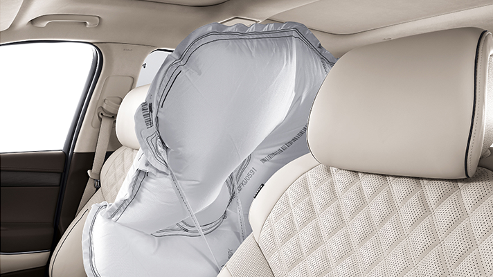 Genesis GV80導入了置放於駕駛與副駕駛之間的輔助氣囊。