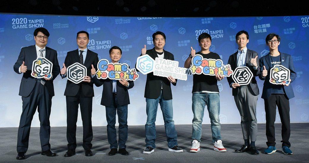 展前記者會邀請各家代表上台分享展出最新消息,(由左至右)台灣遊戲產業振興會會長 ...
