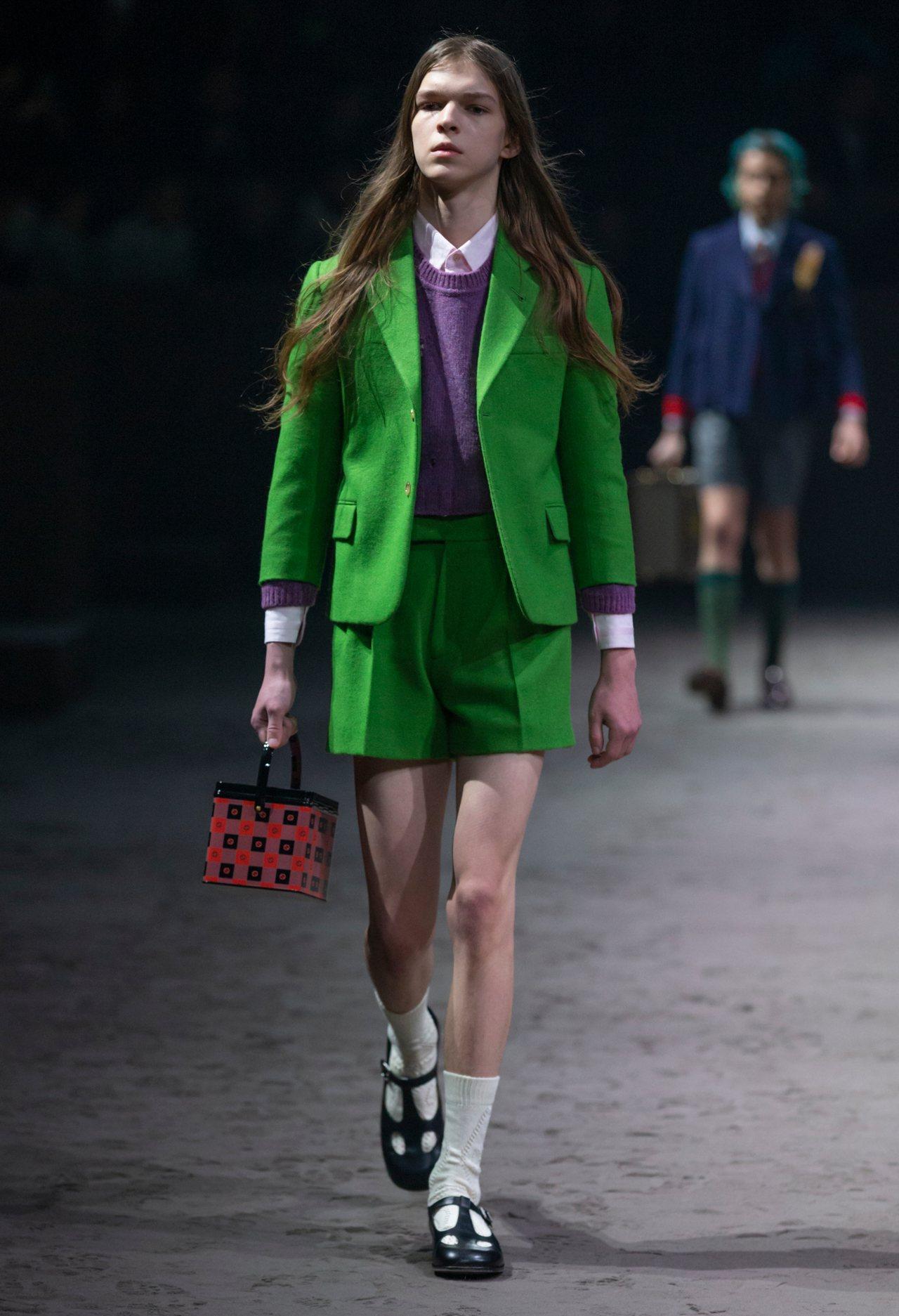 飽和色調西裝套裝在秋冬非常亮眼。圖/Gucci提供