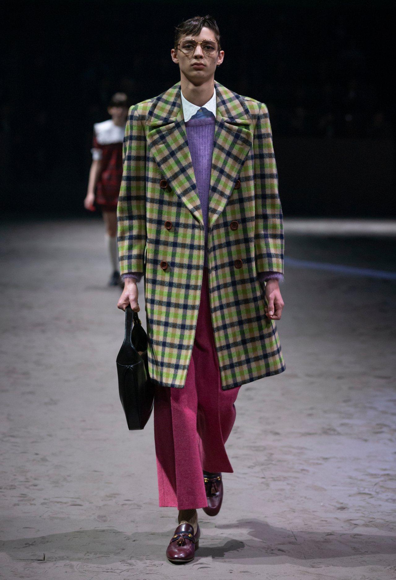 具分量感的硬挺大衣、寬鬆的垮褲、每個男性衣櫥裡幾乎都有一件的格紋襯衫等等,也代表...