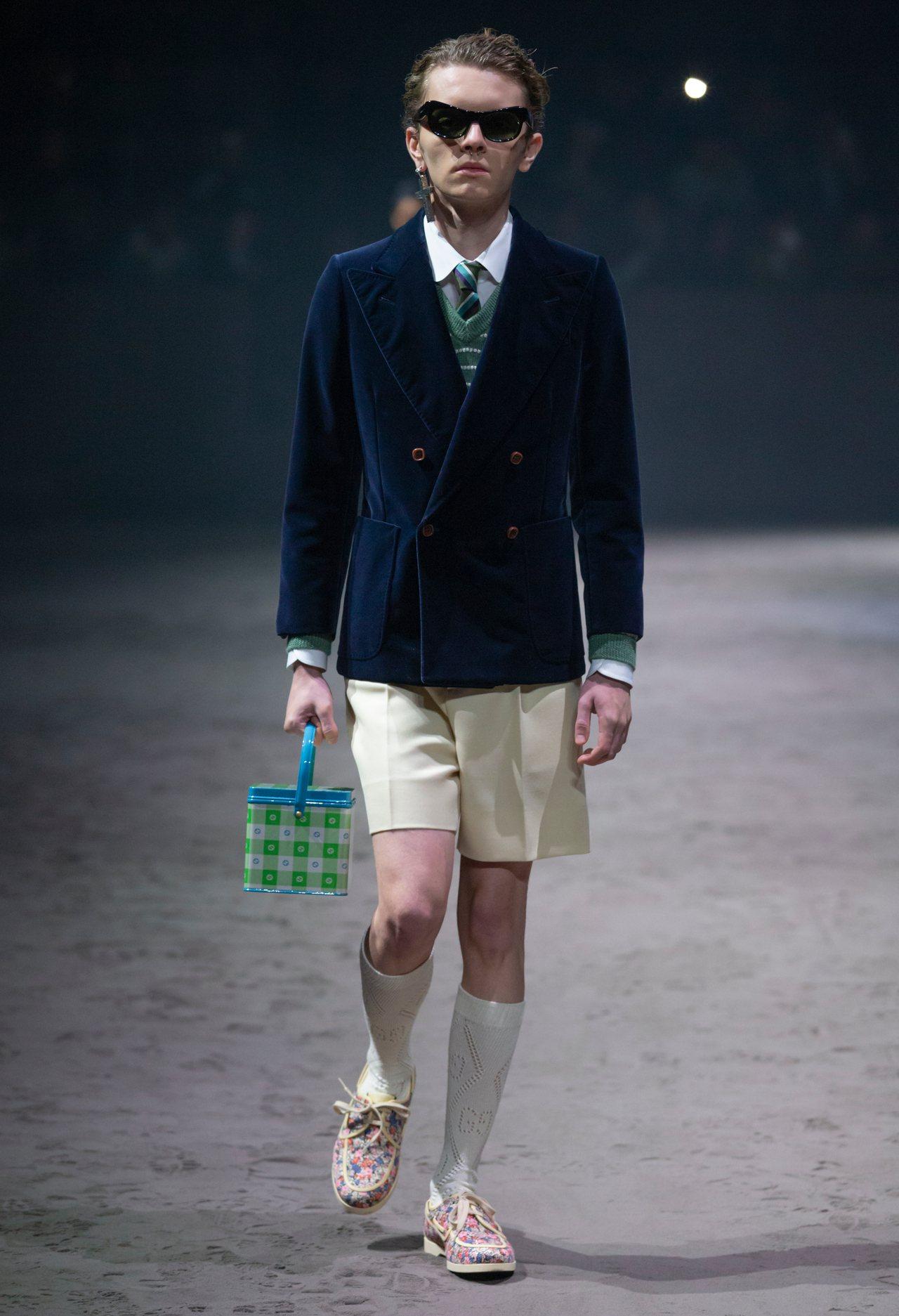 學生時代常穿的半統襪也是本季很常見的搭配。圖/Gucci提供
