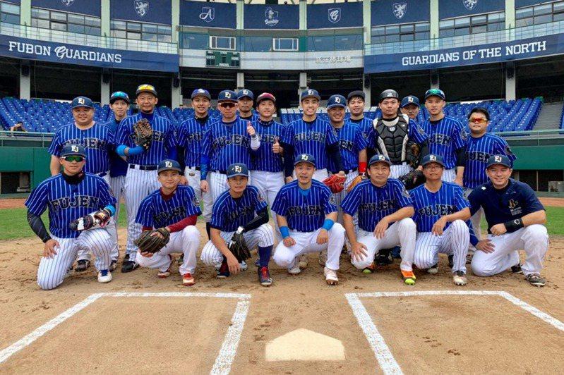 輔大乙組棒球校友隊奪下最多的8次總冠軍,也曾締造「四連霸」紀錄。 圖/輔大校友隊提供