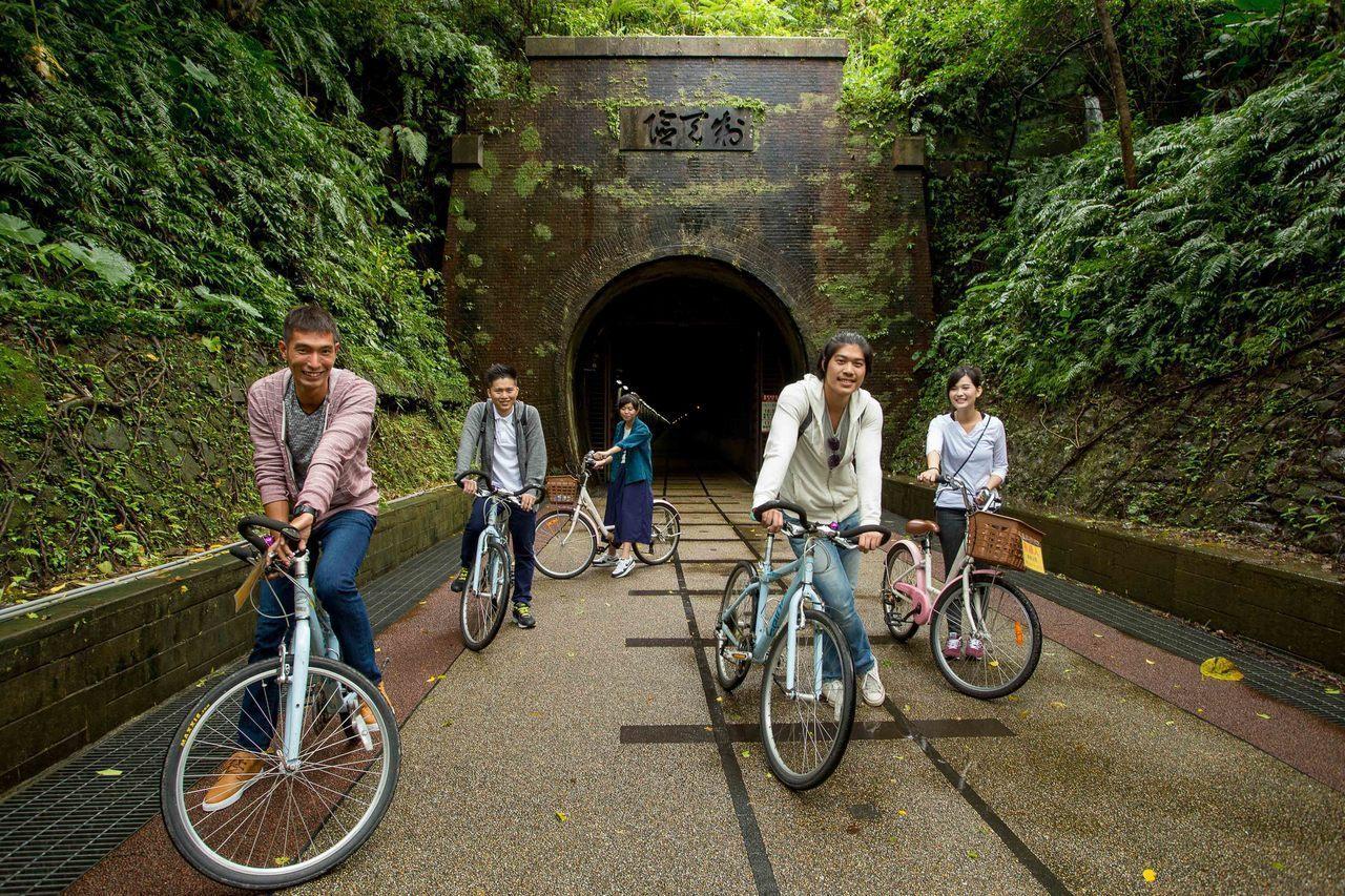 東北角草嶺舊隧道單車行。圖/福容大飯店提供