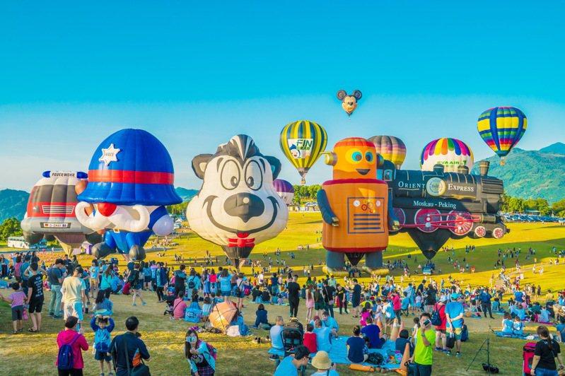 台東熱氣球活動吸客,鹿野高台去年全年遊客數達168 萬5050人次。圖/本報資料照片