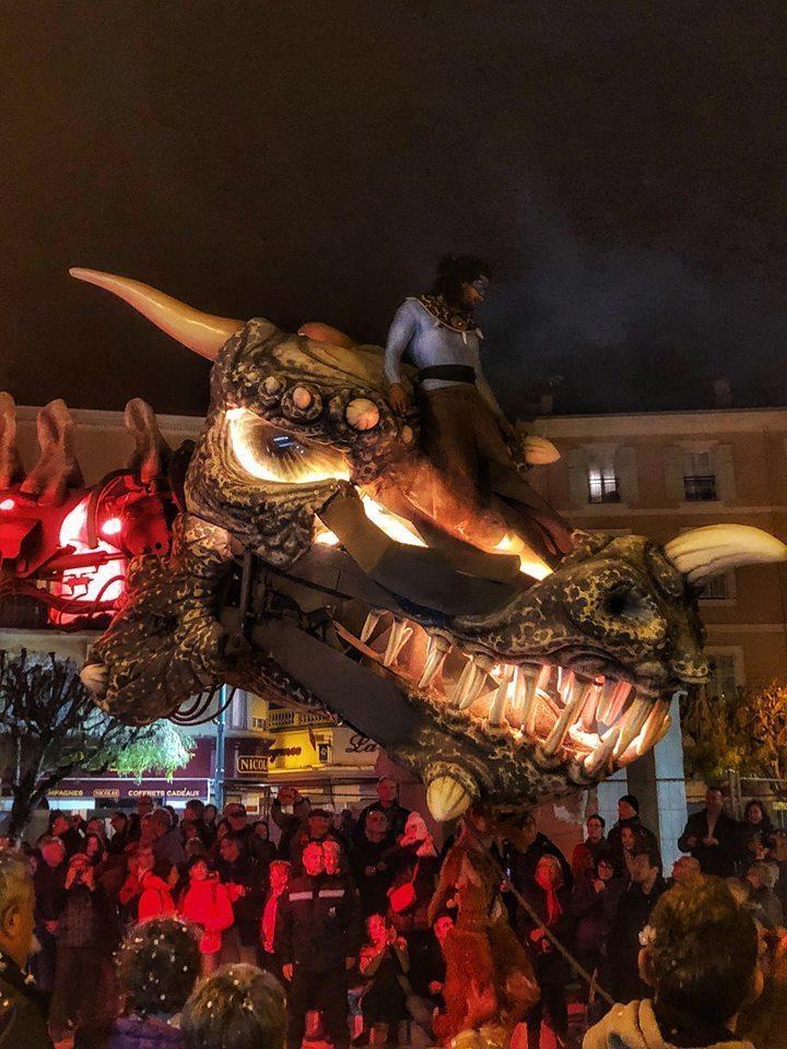 桃園燈會還邀請法國馬戲雜耍團來台表演。圖/桃園市政府觀光旅遊局提供