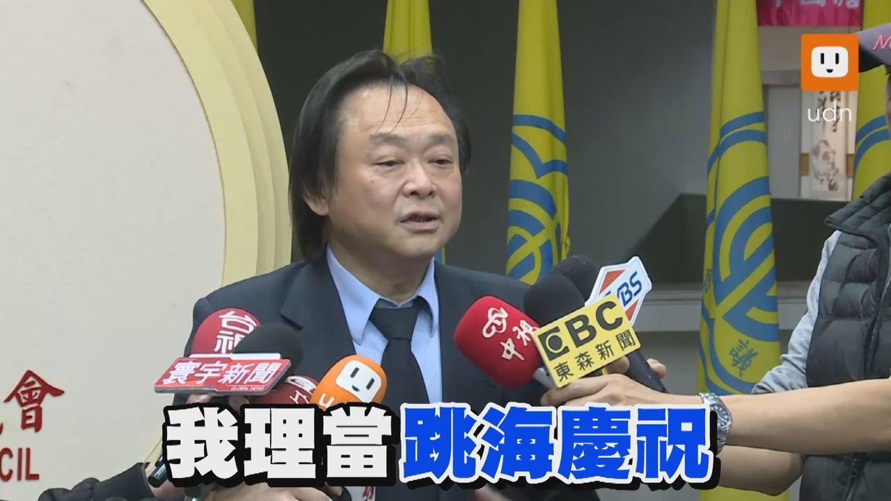 民進黨台北市議員王世堅在去年2月時,就在議會承諾「只要蔡英文當選2020總統就跳...