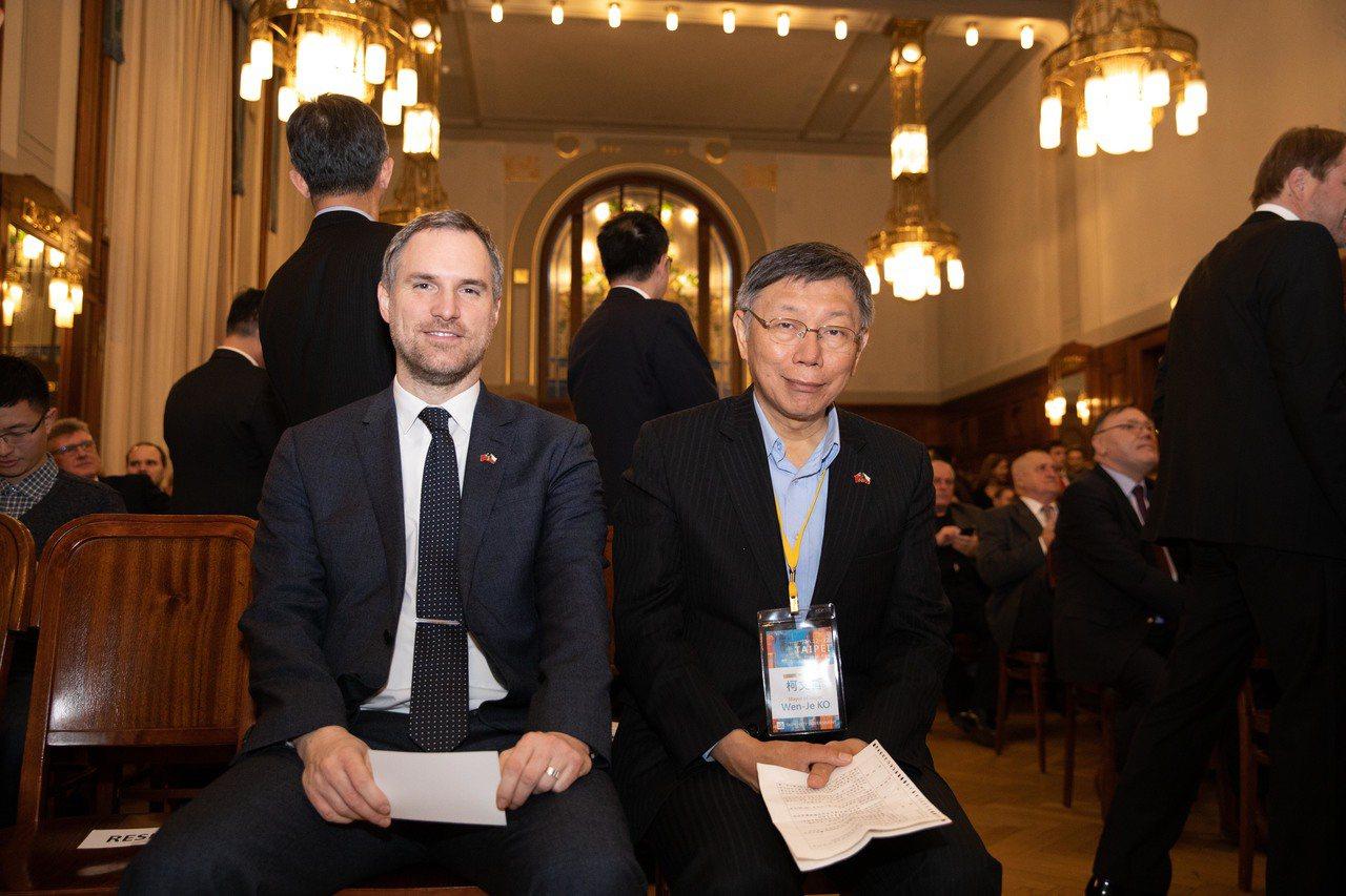 台北市長柯文哲(右)和布拉格市長賀瑞普(左)合影。 圖/北市府提供
