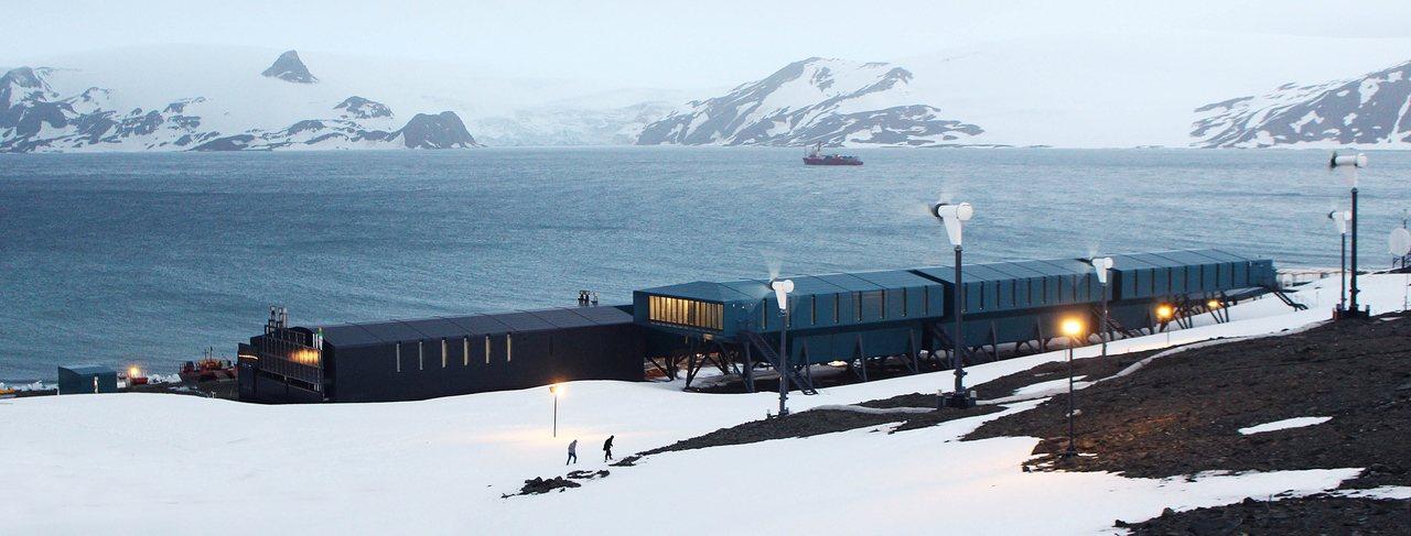 巴西南極研究機構「費拉斯少校南極站」曾在2012年失火毀損,圖為重建後的新站。歐...