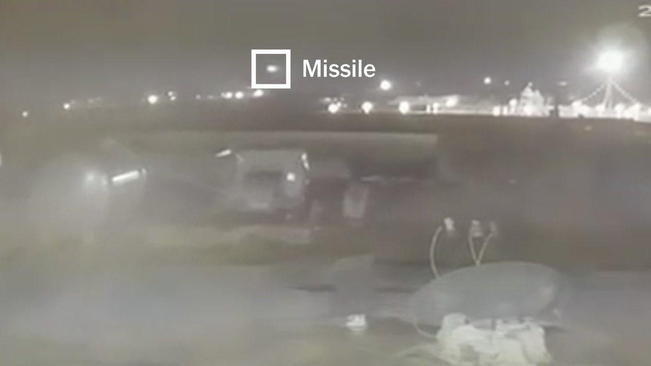 伊朗誤擊烏克蘭客機第二部影片曝光,顯示班機接連遭兩枚飛彈命中,引發滿載的燃油爆炸...