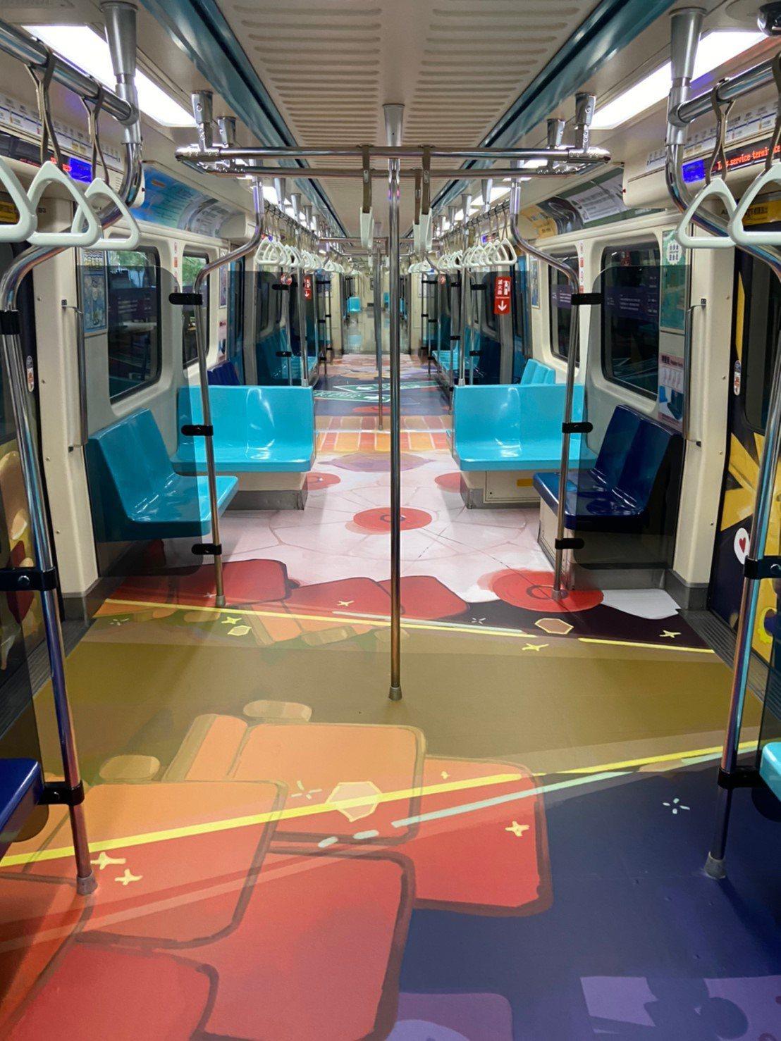 2020台北燈節專屬彩繪列車__每天早上6點起在板南線準時發車,提前為台北燈節暖...