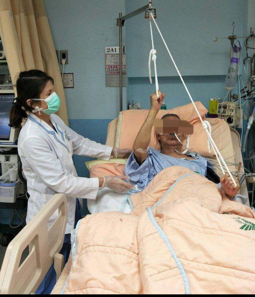 台南佳里奇美醫院推行在加護病房就進行早期復健,可有效減少住院天數,降低再住院率,...