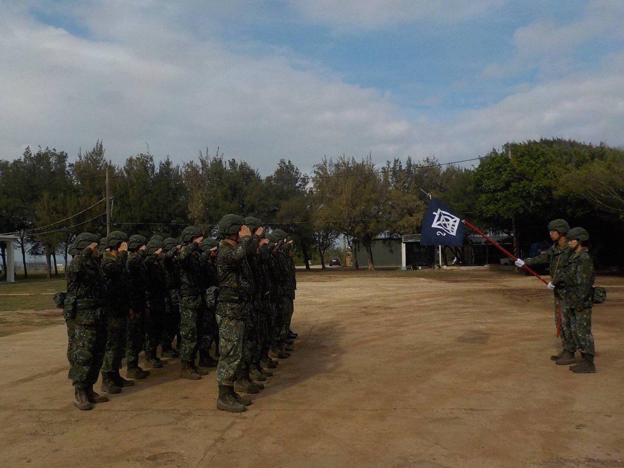 澎湖當地知名的軍事防衛重鎮五德營區,將在5月展開新式兵舍整建,原本居住在老舊營舍...