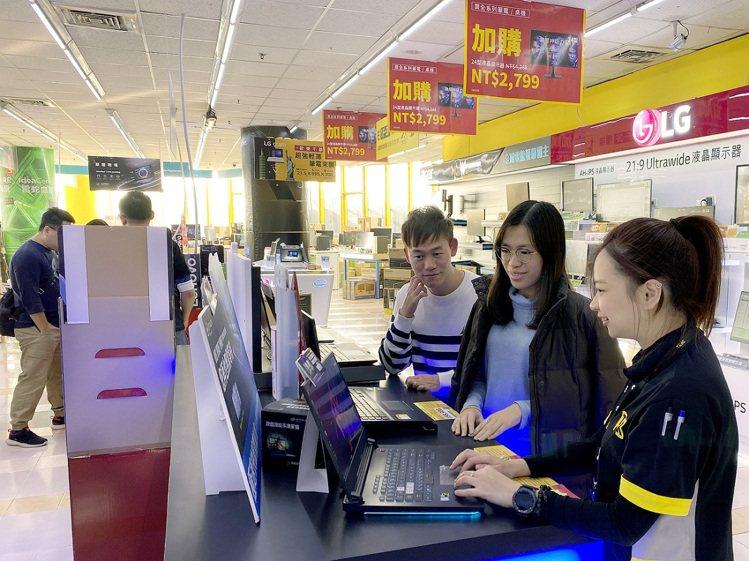 燦坤3C「全民購物節」推出ASUS ROG電競筆電獨家優惠,並有專業門市人員提供...