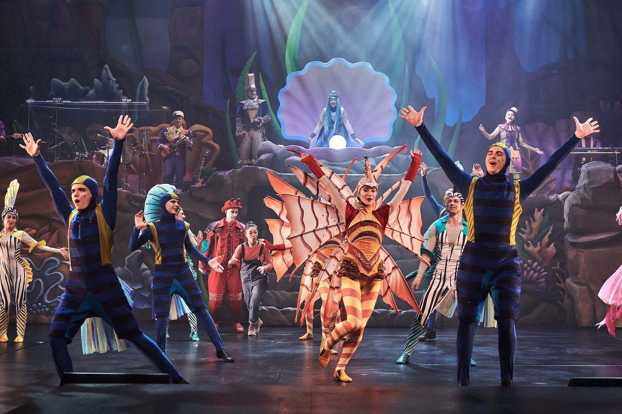 遠雄海洋公園全新推出奇妙海洋慶典,融合特技、音樂演出、小丑及環景光雕效果。圖/遠...