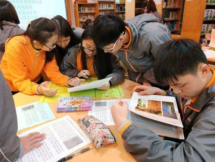 大觀國中國文教師李郁晴在學校辦「媒體識讀盃」,出題目給學生判讀是不是假訊息,並規...