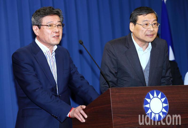 國民黨敗選後,黨主席吳敦義與黨務一級以上主管請辭獲准,中常會推舉林榮德(左)代理黨主席,曾銘宗代理秘書長。記者杜建重/攝影