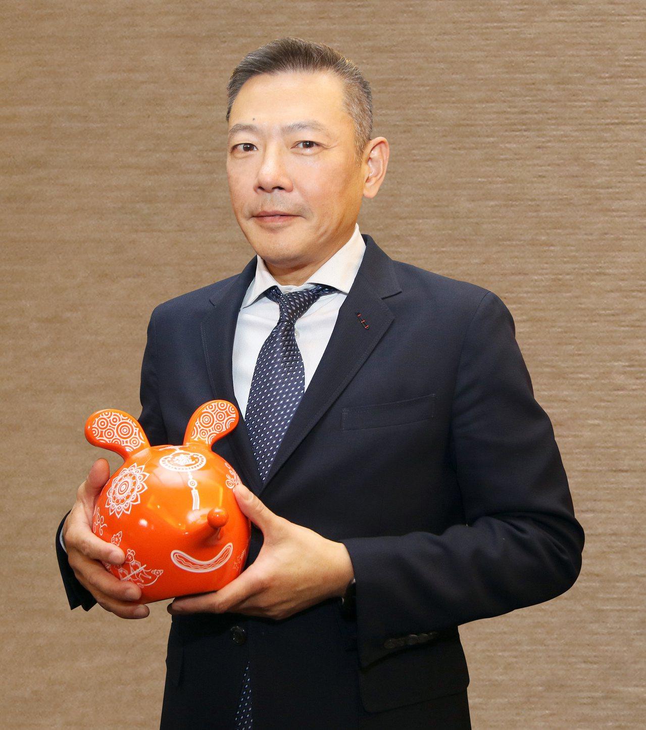 新光三越總經理吳昕陽期許自己「視野更開闊、心要細一點」。圖/新光三越提供