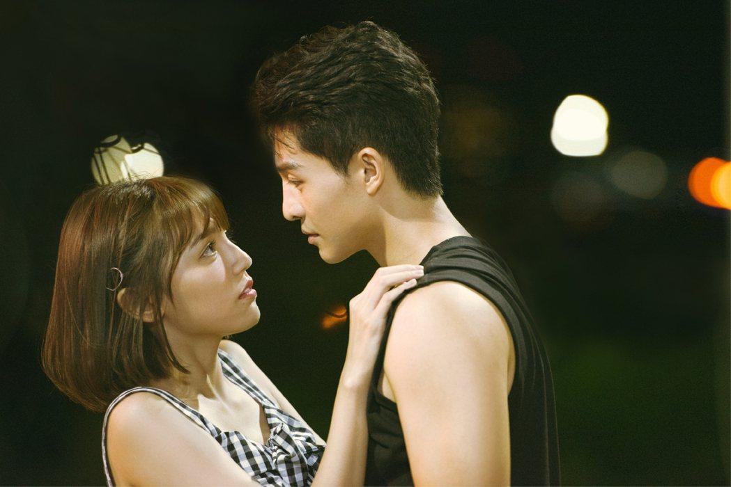 呂晉宇(右)與Dora上演吻戲。圖/WebTVAsia提供