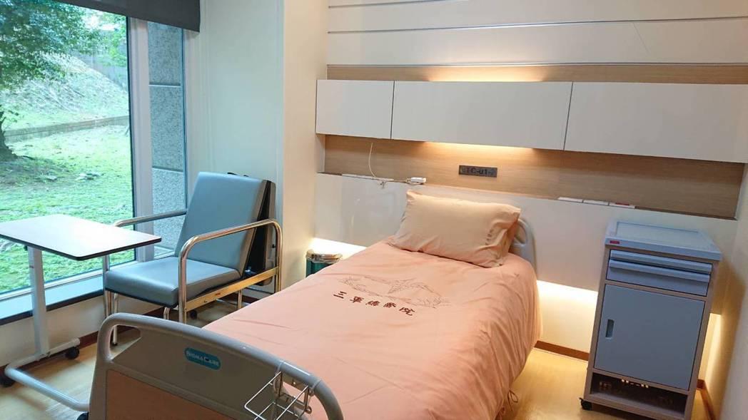 三總細胞治療中心主任戴念梓表示,為提供執行細胞治療病人完善治療環境、設施及照護,...