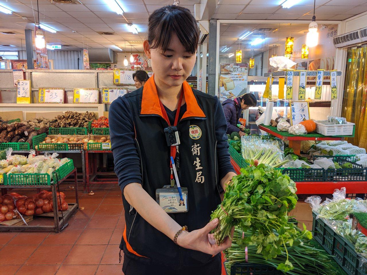衛生局春節前抽檢商場食品、蔬果。圖/桃園市政府衛生局提供
