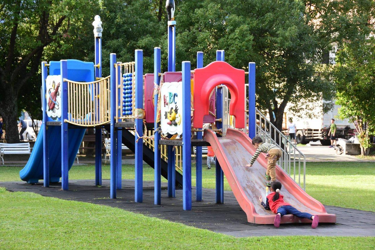 吉安鄉勝安公園有許多設施,鄉公所將拆除地上設施沿用至新公園。圖/吉安鄉公所提供