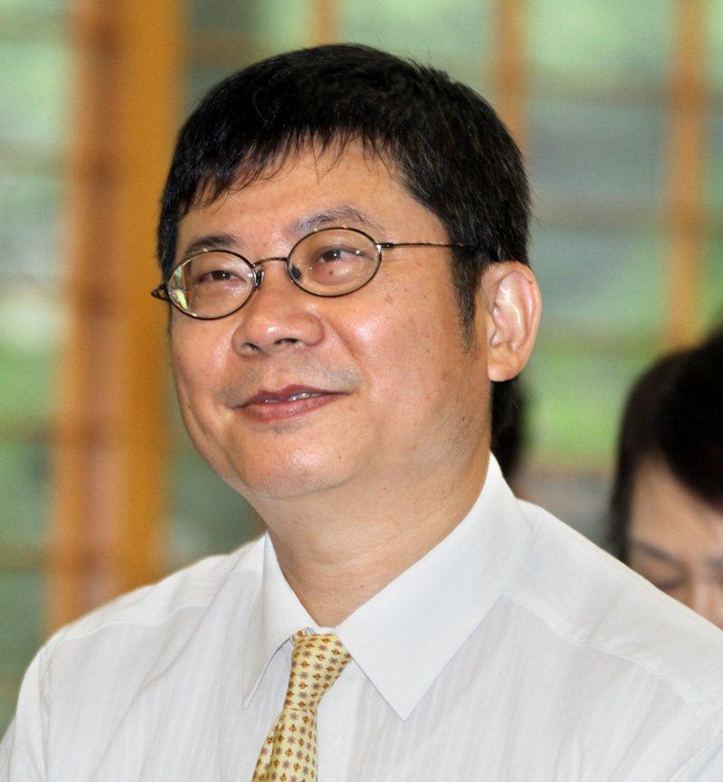 台大醫院雲林分院院長黃瑞仁,門診遇到心衰竭、放過支架等患者,常會苦口婆心地建議施打流感疫苗,但總有人不信邪。  本報資料照片