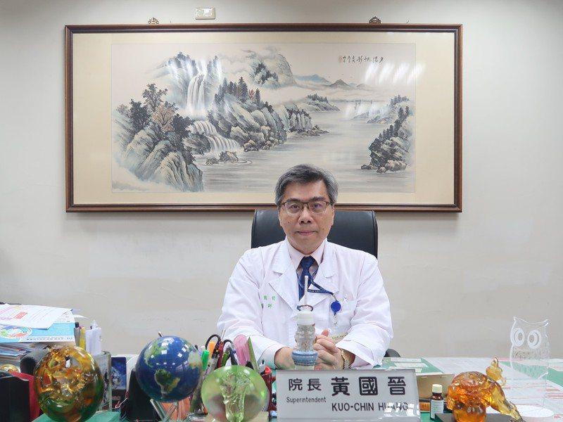 台大醫院北護分院院長、台灣家庭醫學醫學會成人疫苗接種建議小組召集人黃國晉表示,幼兒、老年人罹患流感,容易併發肺炎重症,中壯年族群合併流感重症則以心肌炎、心內膜炎居多。  圖/黃國晉醫師提供