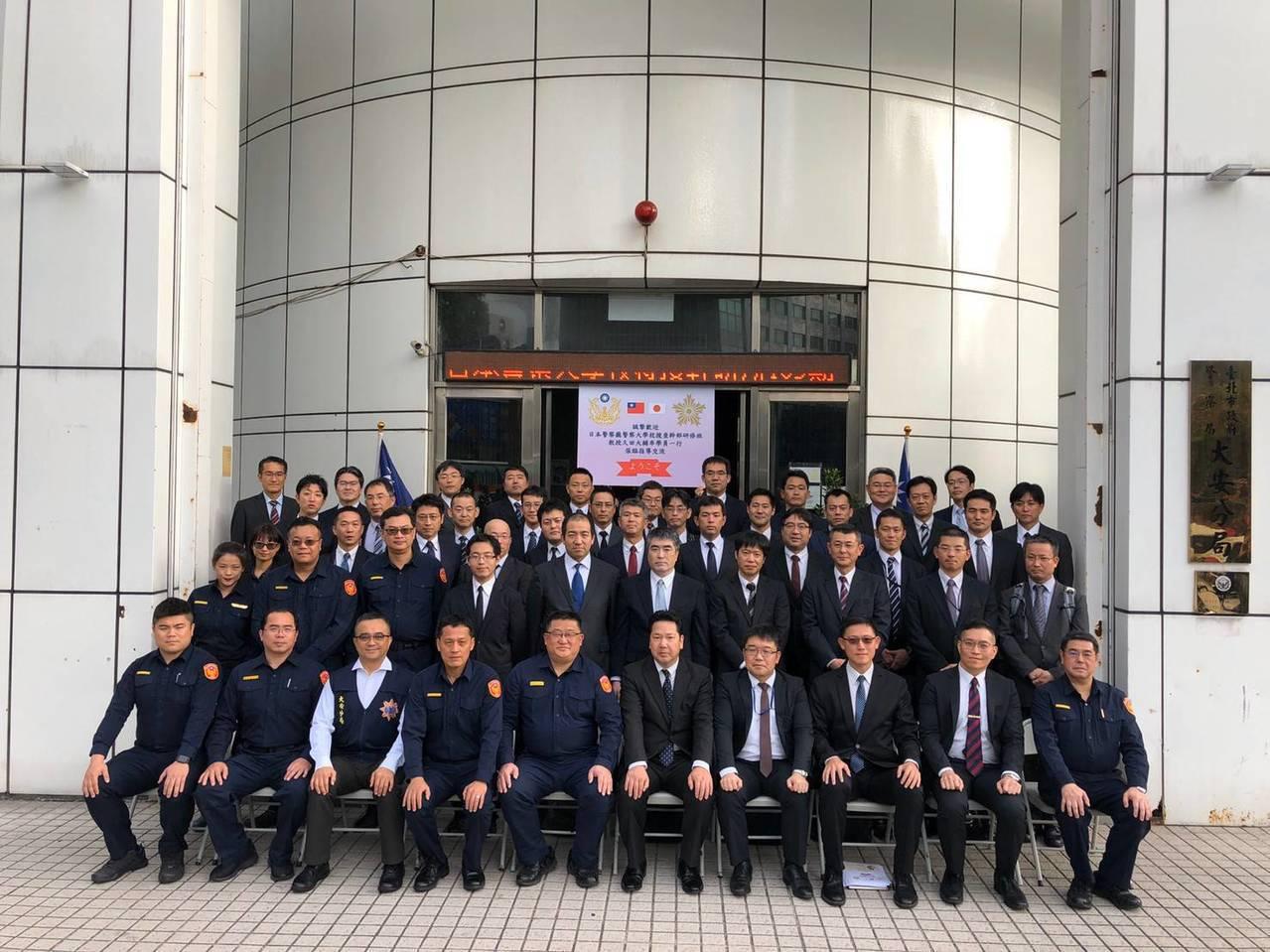 大安警分局與日本警察大學進行實務交流,讓日方人員印象深刻。圖/記者廖炳棋翻攝