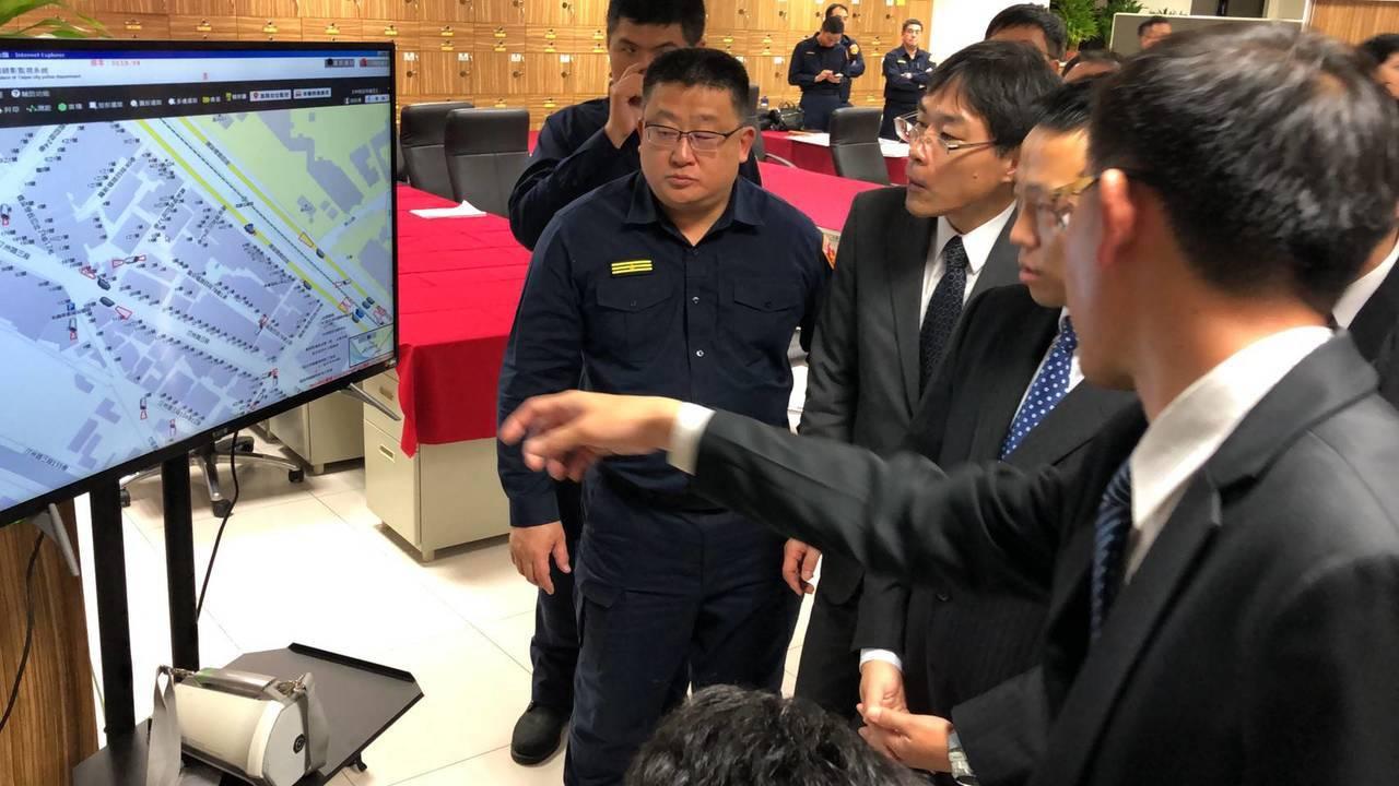 大安警分局與日本警察大學進行實務交流,讓日方人員印象深刻。圖/記者廖炳棋翻