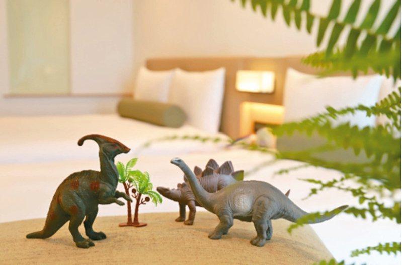 台北凱達大飯店推出「恐龍假期溜小孩—優惠放假住房專案」,訂房就送「超.大恐龍展」門票。 圖/凱達大飯店提供