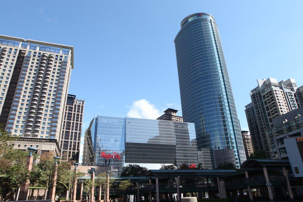 網友好奇「新北市霸主是哪一區」,貼文掀起討論。圖/板橋大遠百提供