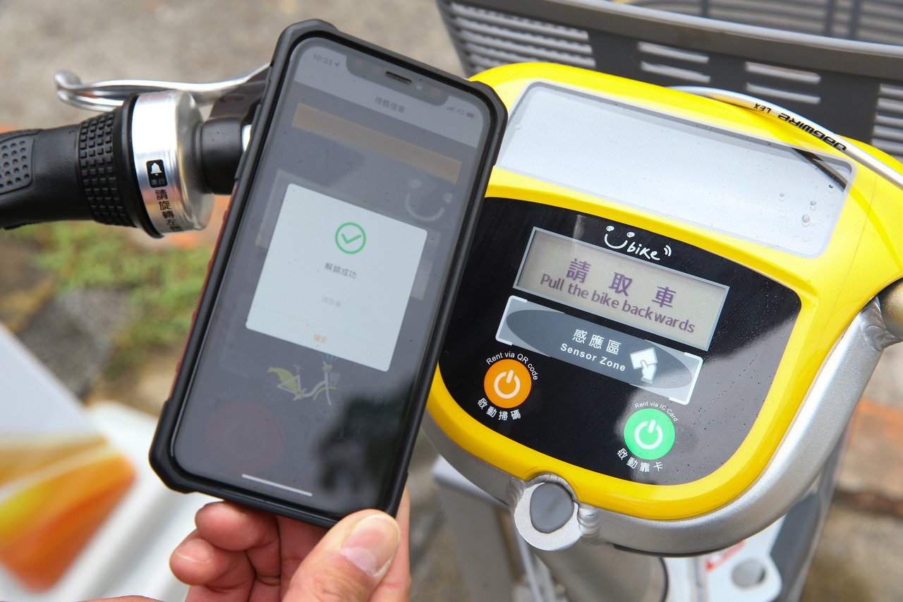 YouBike2.0能使用QR Code掃碼租車。記者陳柏亨/攝影