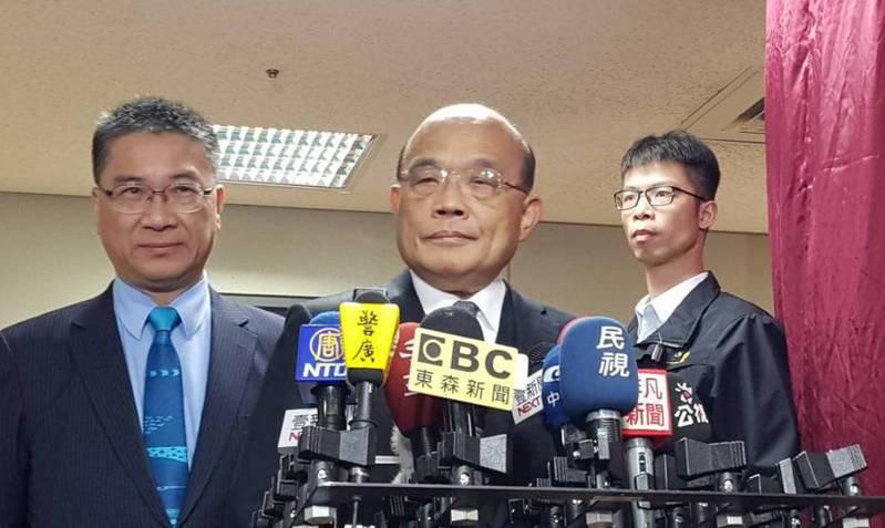 行政院長蘇貞昌(中)昨天針對5G競標,回應「標金高低不影響費用」。記者柯毓庭/攝影