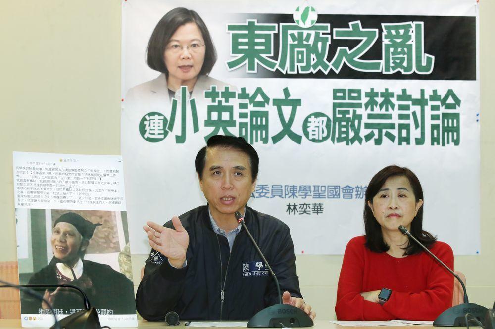 陳學聖(左)、林奕華曾舉行記者會指出,有民眾在網路傳播蔡英文「假學位」,而遭到警...