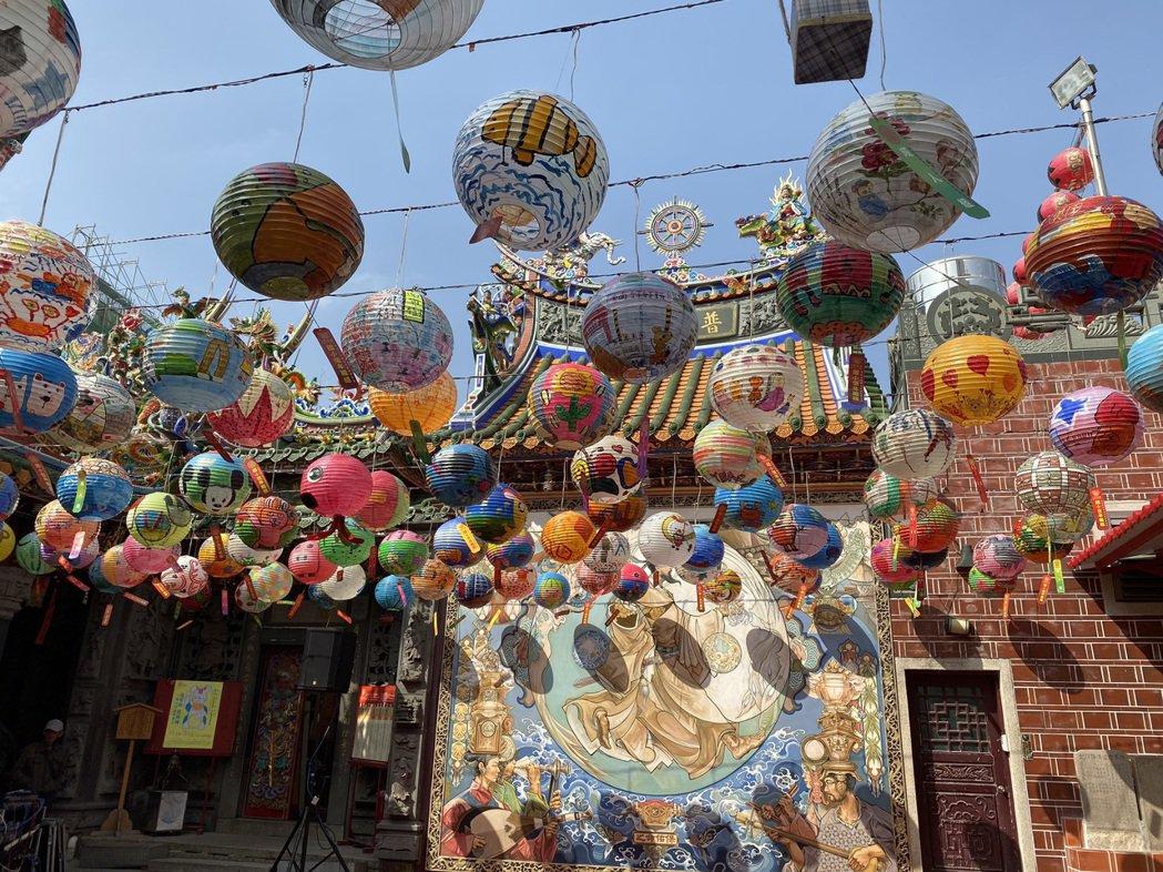 位在台南市中西區的普濟殿每年都會舉辦「府城普濟燈會」,今年有1500個來自全台各...