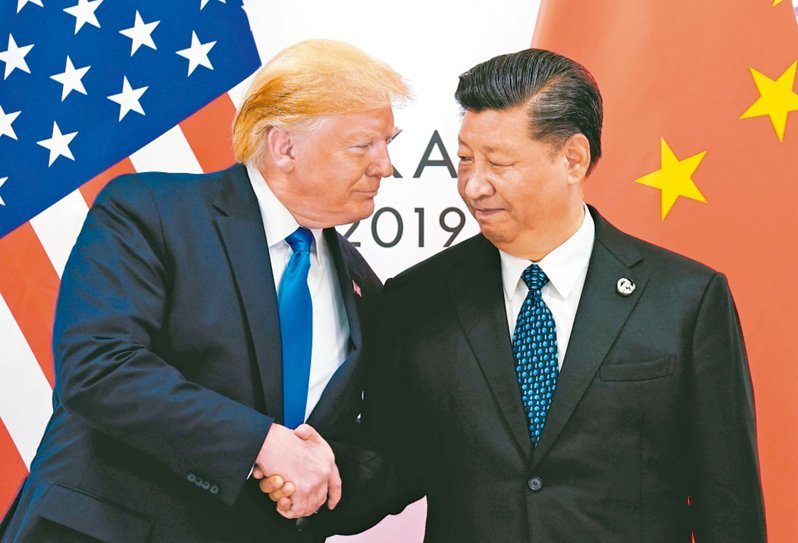 美中第一階段貿易協議文本中,列明對中國要求的「中國應該」(Chinashall)一詞出現82次,頻率遠高於美國的3次。圖為美國總統川普(左)、大陸國家主席習近平。 路透