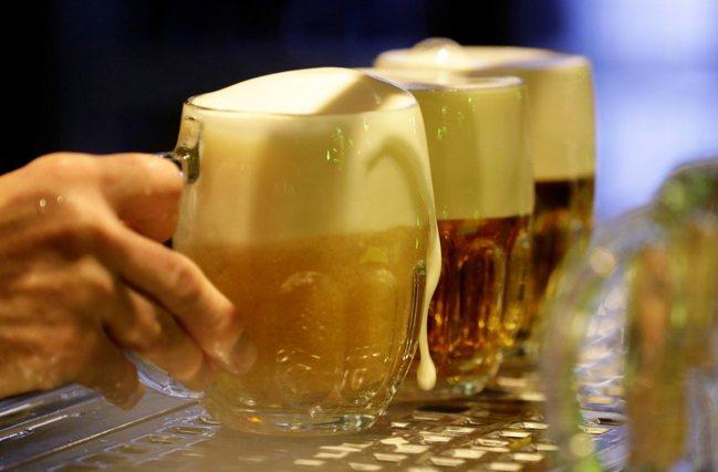自1993年始,捷克榮登每人每年平均啤酒消費量冠軍,也是歐洲貴族啤酒花Saaz最...