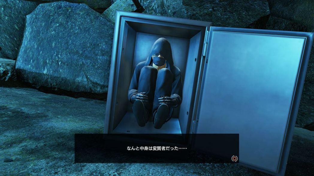 在保險箱裡埋伏等候的可疑人物。沒有辦法逃離。