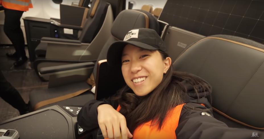 Youtuber「藍諾Eleanor Jiang」跟隨其攝影團隊至星宇航空A321neo班機內部拍攝。圖擷自Youtube