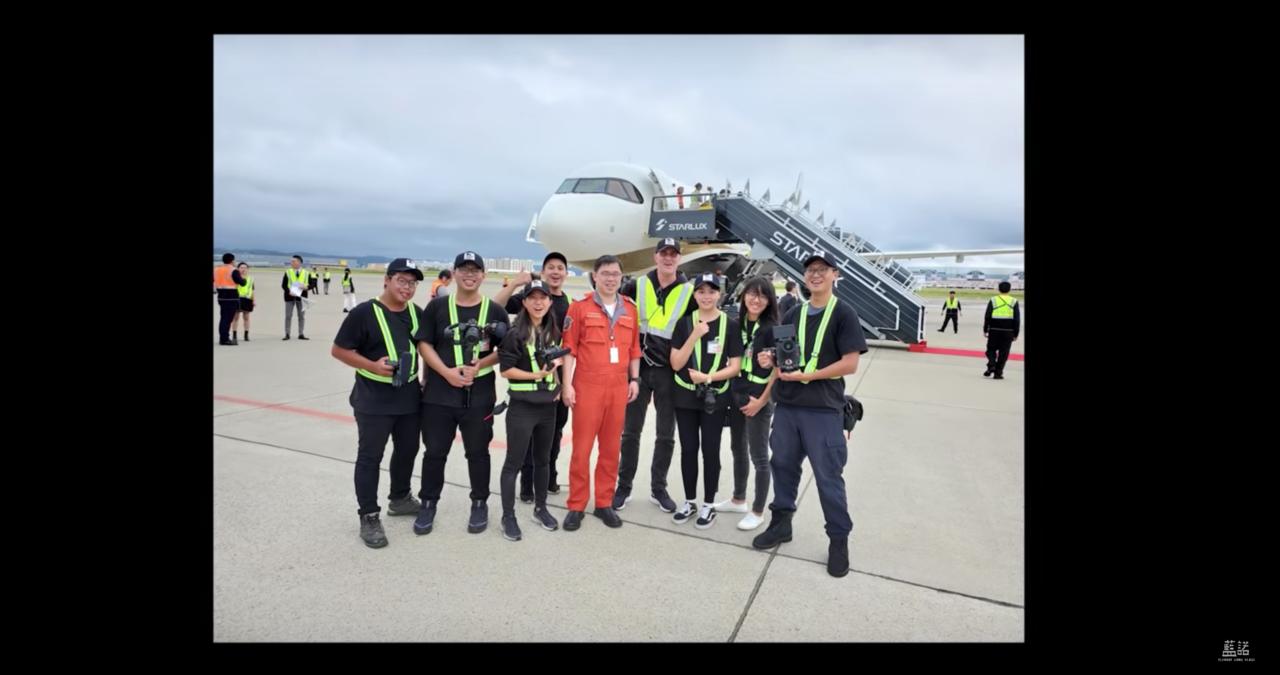 Youtuber「藍諾Eleanor Jiang」與其攝影團隊跟K董在A321n...