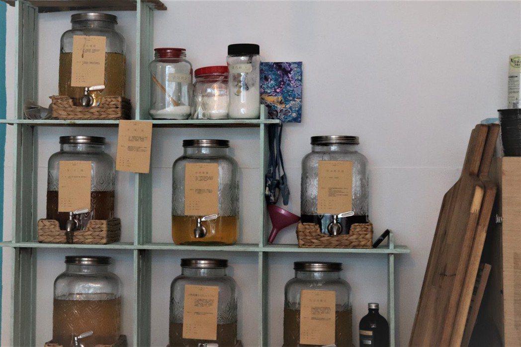 明日餐桌提供生活用品無包裝商店,販售清潔用品。 圖/林芷妡攝影