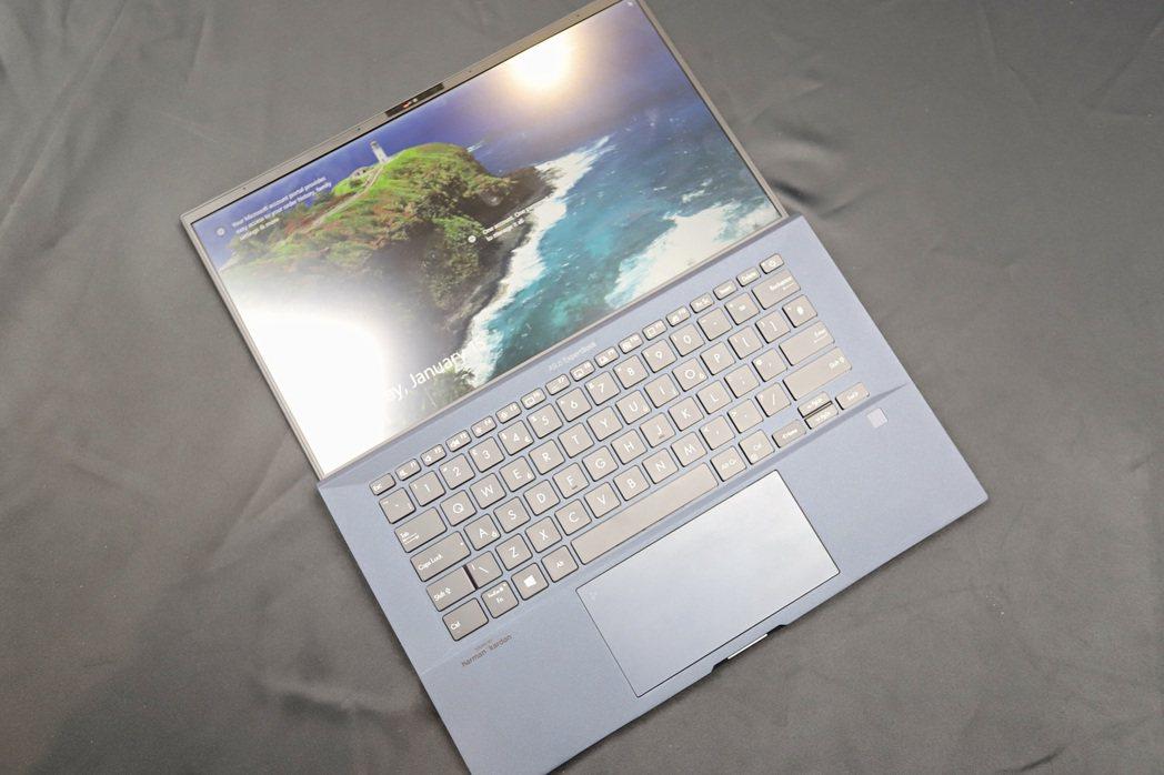 ExpertBook B9450機身纖細,邊框極窄還提供微星Hello人臉辨識,...