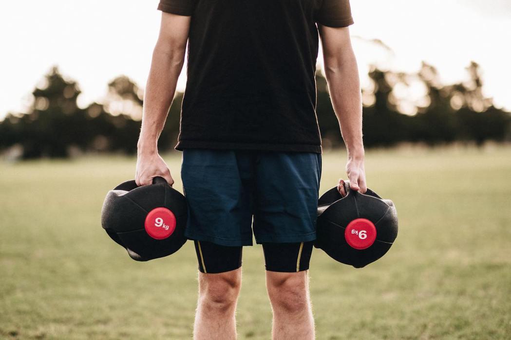 維持肌肉量、預防肌肉流失需要蛋白質,可多攝取如雞蛋、雞肉、牛肉、豬肉、黃豆製品、...