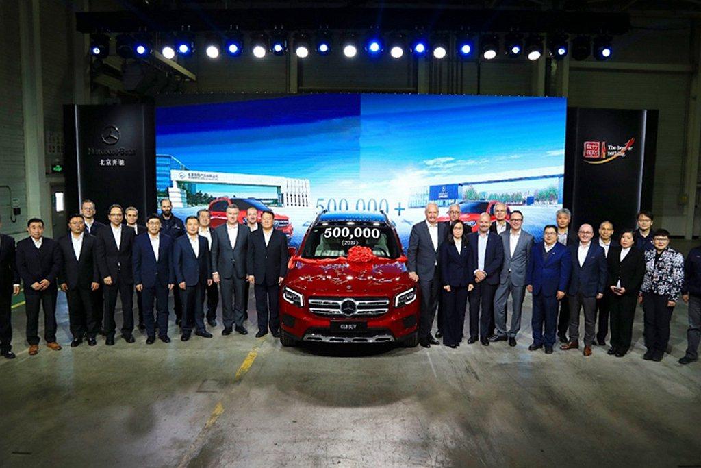 2014年北京奔馳汽車才完成累積生產50萬輛成績,2016年100萬輛、2018...