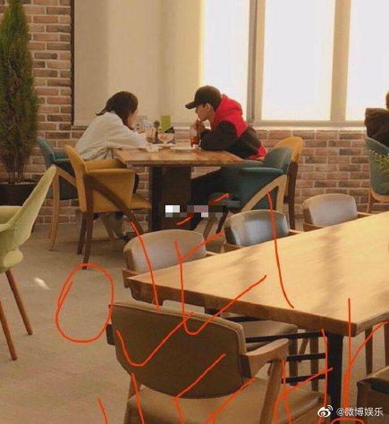 Chen與女友約會照被曝光。圖/擷自微博娛樂