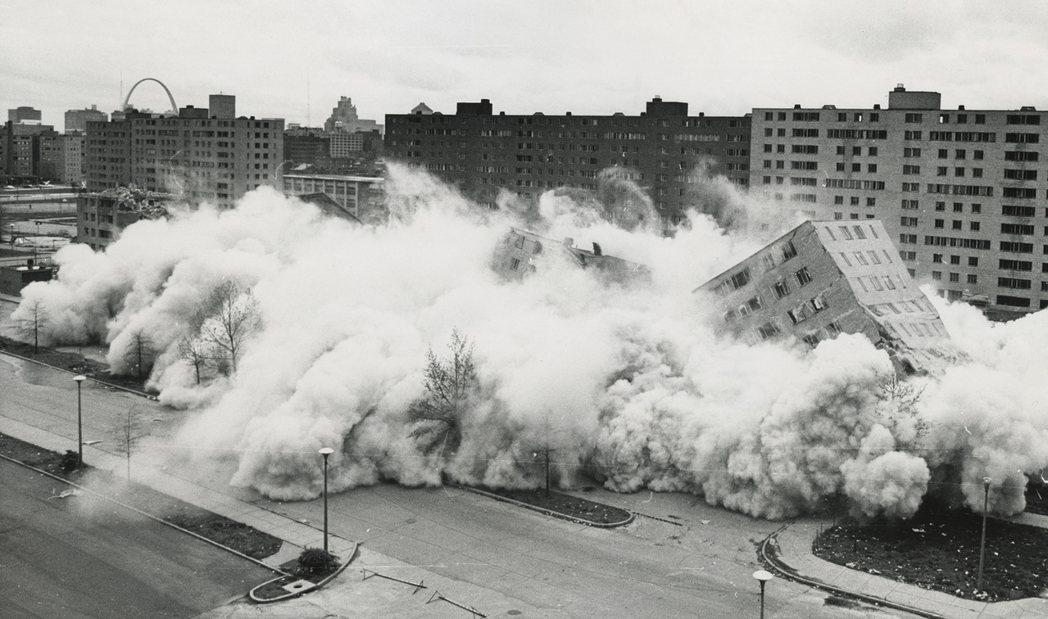 「普魯伊特–伊戈公寓」被視為美國都市更新的失敗案例,1970年代時就因為徹底衰退...