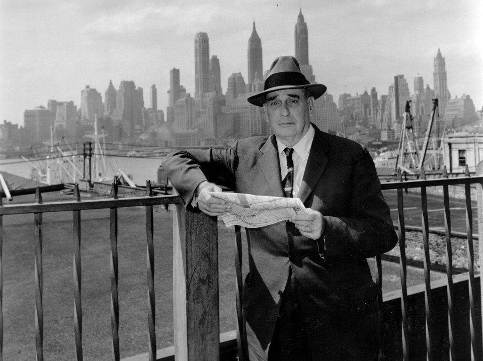 都市規劃家摩西斯從1930年代開始,就主掌大紐約地區的都市規劃與建設。在珍雅各率...
